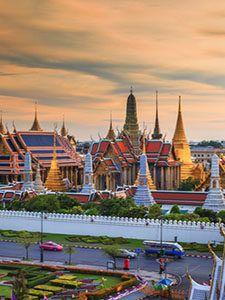 Uitzicht op het Wat Phra Kaeo en de Grand palace in Bangkok, Thailand.